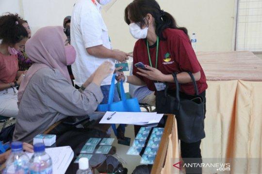 Kemensos-Tearfund serahkan bantuan tunai bagi korban perdagangan orang
