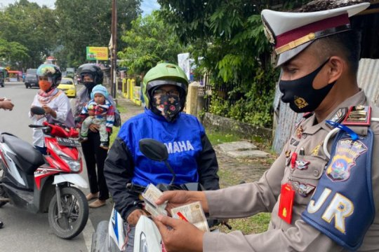 Ditlantas Polda Sumbar berikan tausiah kepada pelanggar lalu lintas