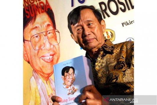 Ajip Rosidi tetap semangat menulis hingga menjelang tutup usia