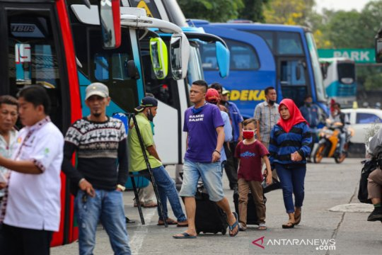 Jelang Idul Adha, jumlah penumpang Terminal Kalideres turun drastis