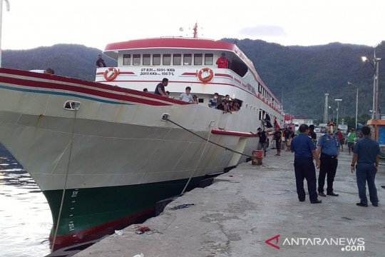 Cegah penularan, pemeriksaan penumpang kapal di Sangihe diperketat