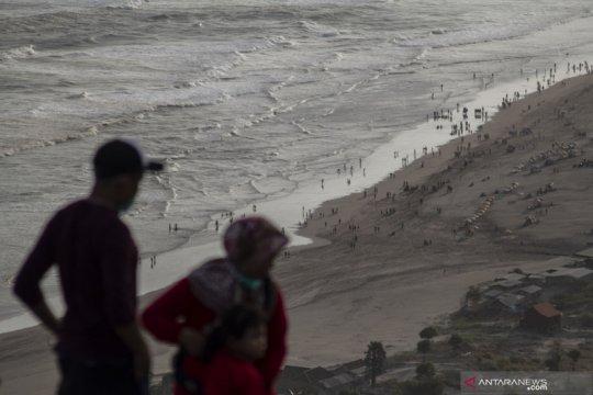 Liburan Hari Raya Idul Adha di Pantai Parangtritis