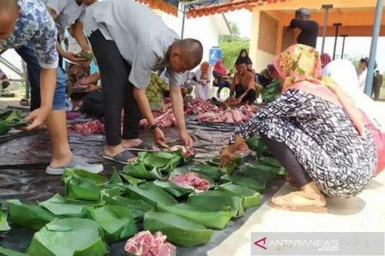Masyarakat diajak gunakan daun untuk bungkus daging kurban