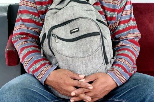 Apa kata penumpang KRL soal aturan wajib pakai baju lengan panjang