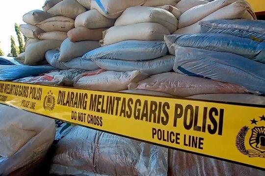 Polda Sulteng amankan 27 ton pupuk ilegal dari Jawa Timur