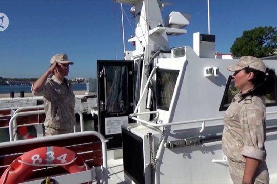 Patroli awak perempuan Angkatan Laut Rusia di Laut Hitam
