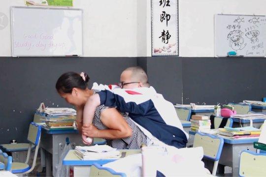 Perjuangan seorang ibu di China wujudkan mimpi putranya penderita ALS