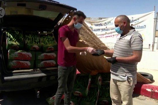 Menjajakan mentimun dengan mobil mewah di Hebron
