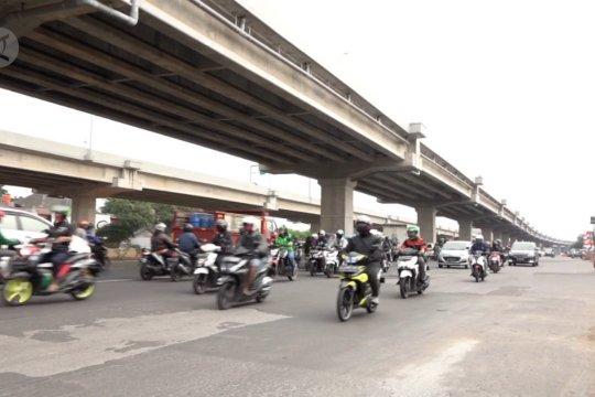 Belum ada kepadatan arus pemudik  di Jalan Arteri Jakarta Timur