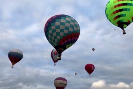 Puluhan balon raksasa melayang di langit Yaroslavl
