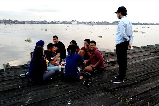 Menikmati senja di Pelabuhan KP3 Kuala Kapuas