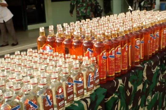Korem 172 Papua musnahkan ribuan botol miras dan ganja
