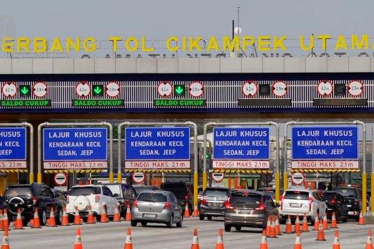 Volume kendaraan keluar Jakarta melalui Gerbang Tol Cikampek Utama meningkat