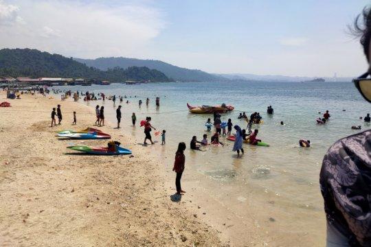 Objek wisata pantai di Lampung mulai ramai pengunjung