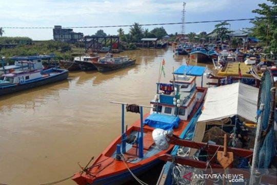 Gelombang laut enam meter, ribuan nelayan di Aceh Barat tidak melaut