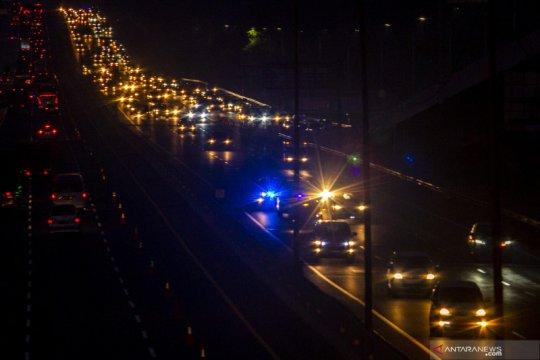 Contraflow tol Jakarta-Cikampek diperpanjang karena lalu lintas padat