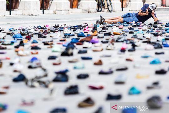 """""""1000 Cinderellas"""", instalasi seni dari sampah sepatu"""