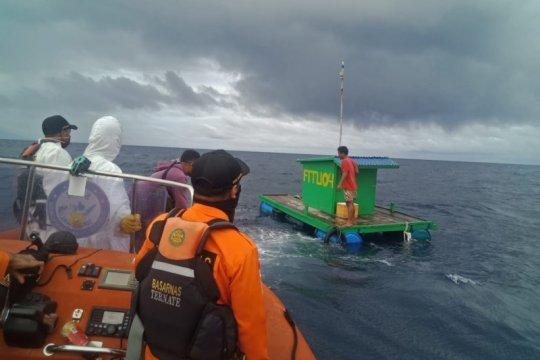 Basarnas Ternate evakuasi dua nelayan Fitu