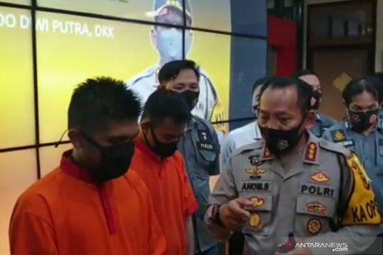 """Polisi tahan dua youtuber prank """"daging korban sampah"""" di Palembang"""