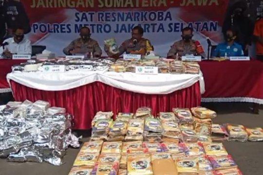 Kurir pembawa ratusan kilogram narkoba ditangkap polisi di Jaksel