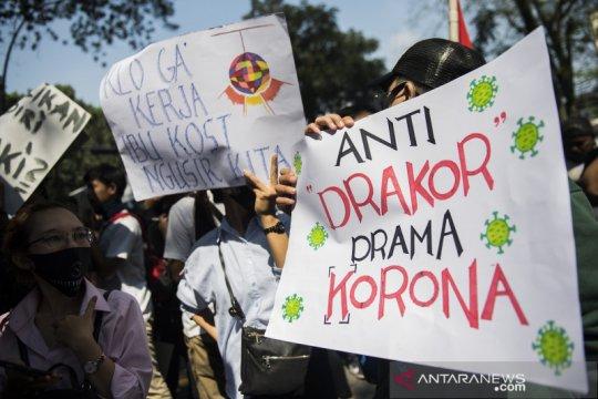 Unjuk rasa karyawan dan pengusaha tempat hiburan di Bandung