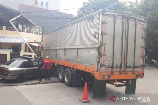 Pemilik rumah alami kerugian Rp80 juta karena ditabrak truk