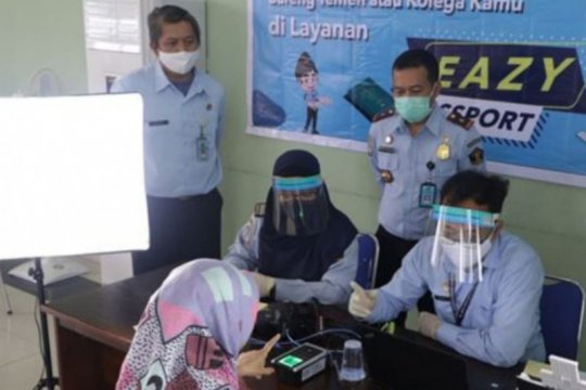 "Imigrasi Sambas perkuat sinergi antarinstansi melalui ""eazy passport"""