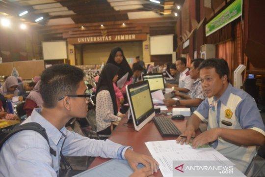 8.248 mahasiswa Universitas Jember bebas uang kuliah tunggal
