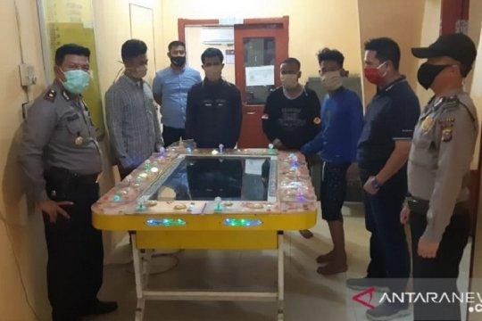 Polisi bongkar perjudian tembak ikan di Dumai, empat ditangkap