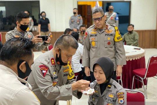 Kapolda Maluku suapi sejumlah lulusan Akpol 2020