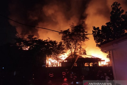 Puluhan rumah dan satu hotel di Samarinda Terbakar