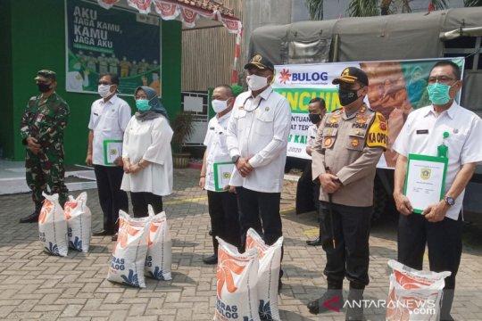 Bupati Bogor bagikan bansos beras tahap dua