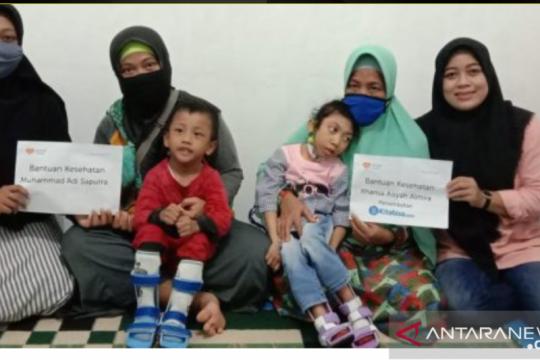 Kontak WA berikan sepatu khusus untuk Khanza