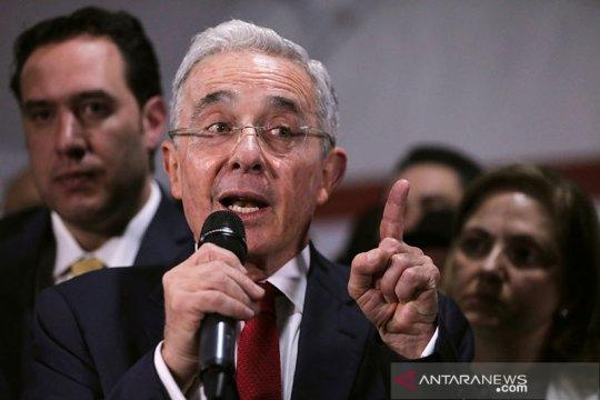 Mantan Presiden Kolombia Uribe positif COVID-19