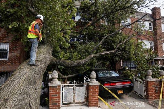 Dampak badai tropis Isaias di New York