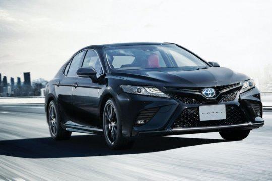 Rayakan hari jadi ke-40, Toyota Camry hadir serba hitam