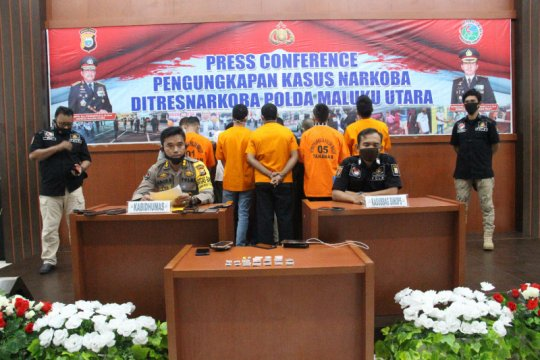 Polda Malut bekuk 13 tersangka pengedar dan pengguna sabu-sabu