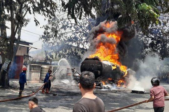 Mobil tangki BBM Pertamina terbakar di Medan Marelan