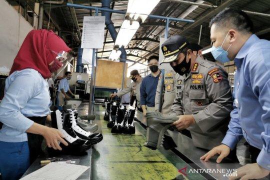 Kabaharkam dorong produksi perlengkapan Polri dibuat dari dalam negeri