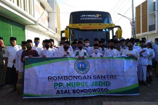 1.400 santri Nurul Jadid asal Bondowoso mulai kembali ke pondok