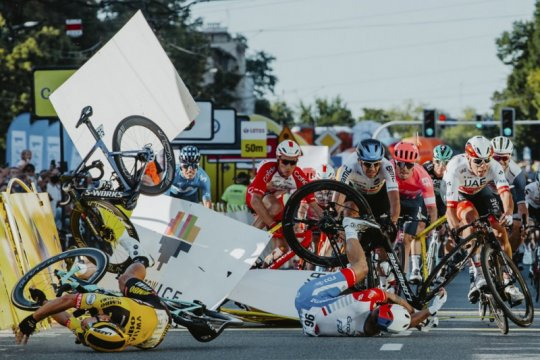 Beberapa bulan setelah kecelakaan, Jakobsen mulai bersepeda kembali