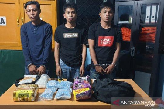 BNN Jambi tangkap tiga kurir bawa 2 kg sabu dan 3.400 butir ekstasi