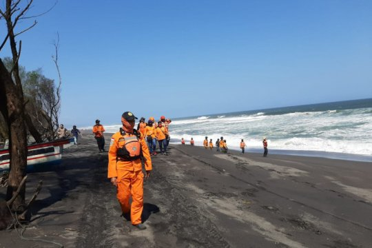 Lima korban tenggelam di Pantai Goa Cemara Bantul belum ditemukan