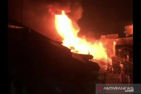 Api hanguskan kawasan Pasar Timbul Tomang Tinggi