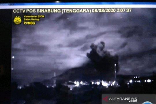 Abu vulkanik erupsi Sinabung guyur 4 kecamatan