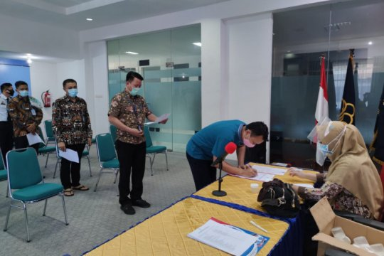 Seluruh pegawai Imigrasi Makassar periksa urine