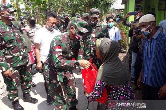 Kasad berikan bantuan pada korban puting beliung di Pontianak