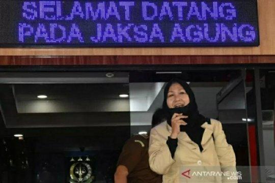Kemarin, Anita Kolopaking ditahan hingga pelibatan TNI tangani teroris