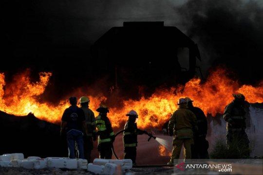 Kecelakaan truk tanki dan kereta di Mexico
