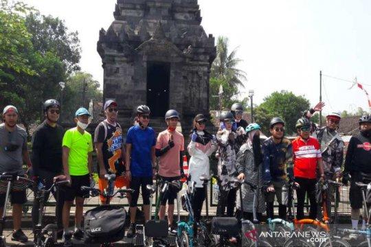 Anggota DPR dan artis gowes bareng promosikan wisata Borobudur
